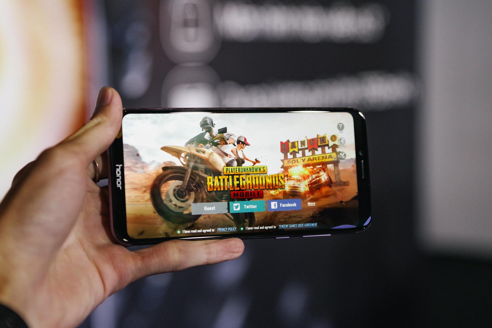"""Top 5 điện thoại """"chiến"""" game đáng mua nhất cuối năm 2018 -  ViecLamIT.CareerBuilder.vn"""